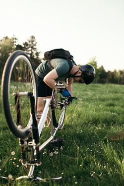 Reparatur Fahrradpanne Mann